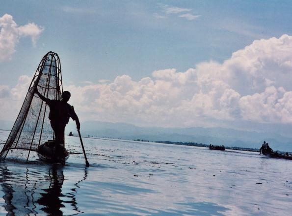 Pêcheur Intha sur le lac Inlé