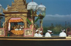 Convoi des bouddhas en feuilles d'or... (octobre 2005)
