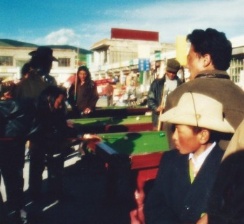 Partie de billard, far west tibétain (août 2004)