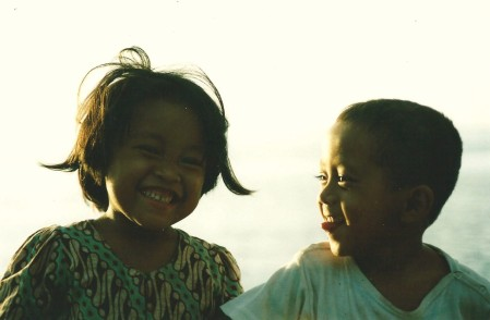 Sourires d'enfants, Lovina Beach, Bali (mai 2001)