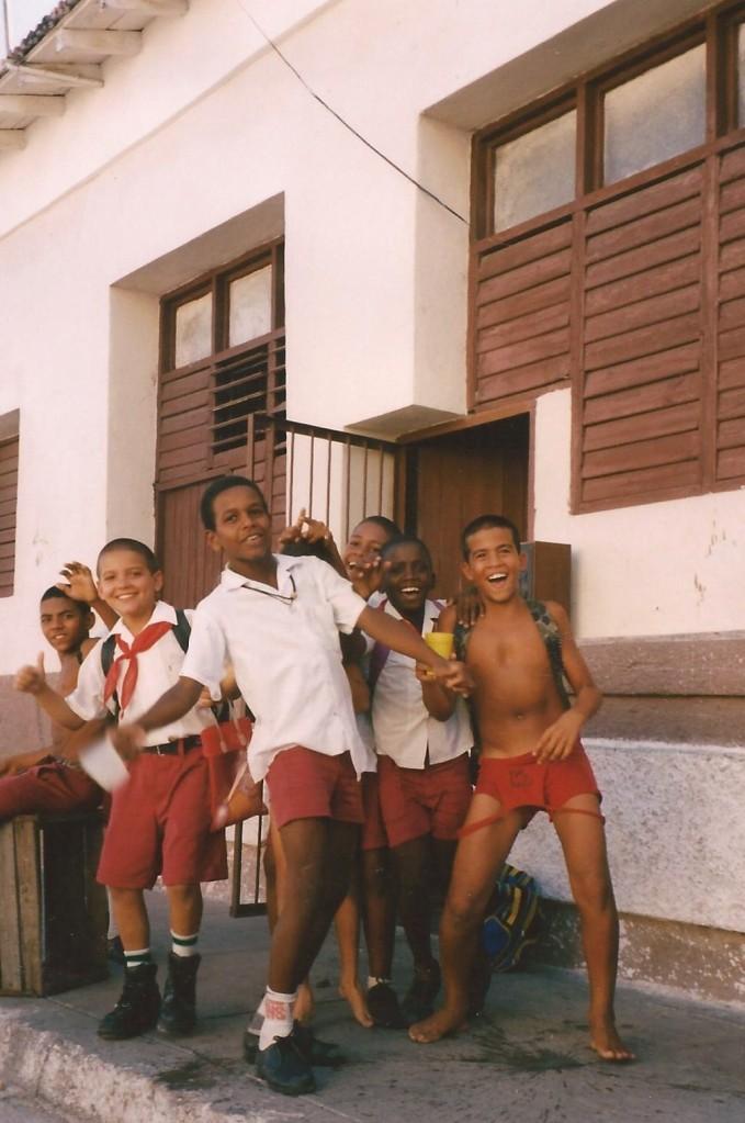 Ecoliers curieux, Trinitad, Cuba