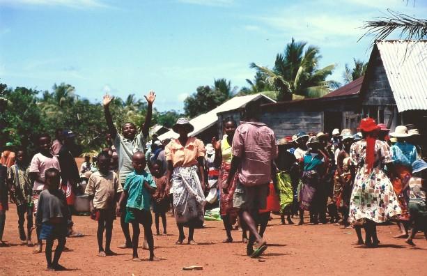 Retournement des morts, Ampanavoana, Cap Masoala, Madagascar (octobre 2006)