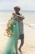 Pêcheur, Antanjokatafana, Cap Masoala, Madagascar (octobre 2006)