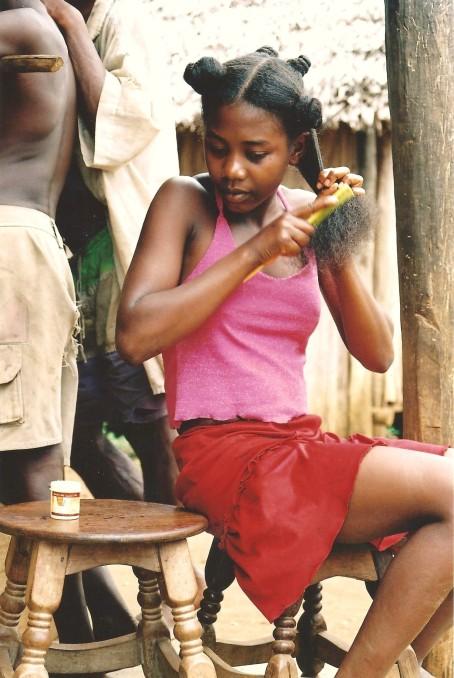 Jeune fille coquette, Cap Masoala, Madagascar (octobre 2006)
