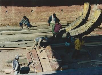 Chantier menuisier à Bakthapur, Népal (mars 2000)
